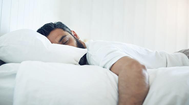 Yeni Bir Araştırmaya Göre Yeterince Uyumak 'Erkekçe Görülmüyor' İşte Toksik Maskülenlik Bu Kadar Yorucu!