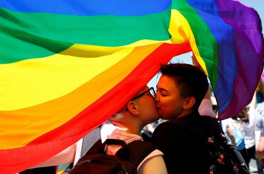 İsviçre, Evlilik Eşitliğini Yasallaştıracak Bir Sonraki Ülke Olmaya Hazırlanıyor!
