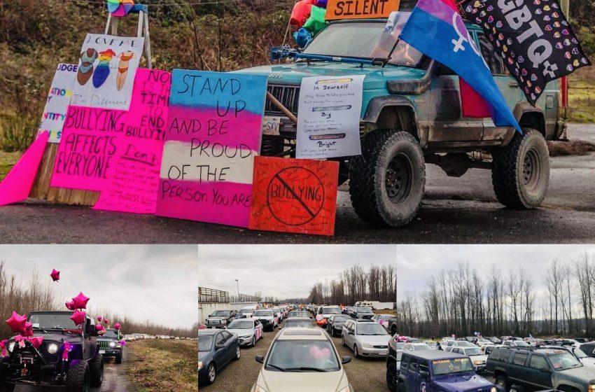 Okulda Saldırıya Uğrayan Trans Genç İçin Binlerce Kişi Sokağa Dökülerek Araba Mitingi Düzenledi