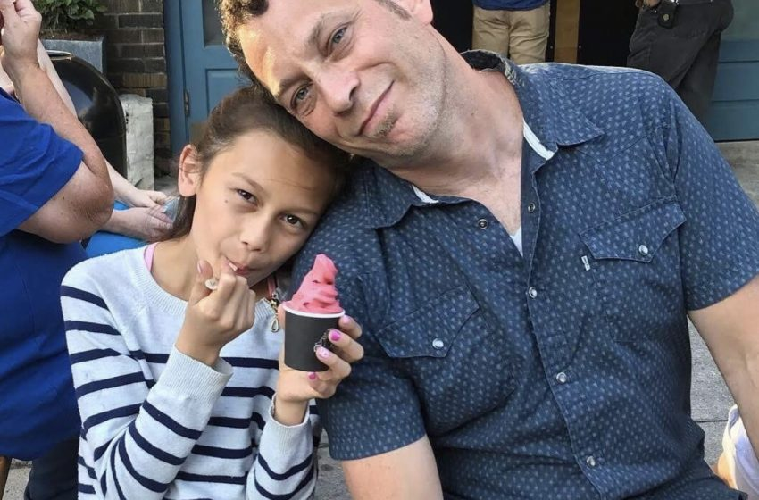 Süper Baba: Trans Kızı Mayo Bulamayınca Kendisi Dikti
