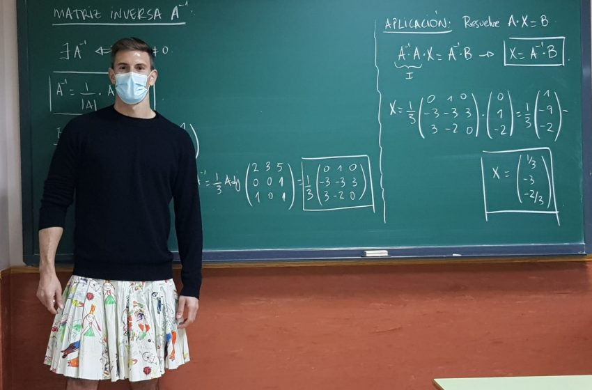 İspanya'daki Öğretmenler Zorbalığa Karşı Etek Giydi