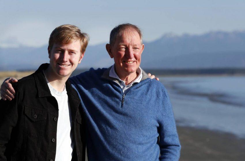 Homofobik Milletvekili, Oğlu Açıldıktan Sonra Özür Diledi
