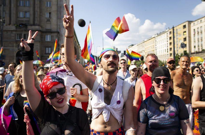 Yüzbinlerce Kişi Polonya'daki Yükselen Homofobiyi Protesto Etmek İçin Bir Araya Geldi