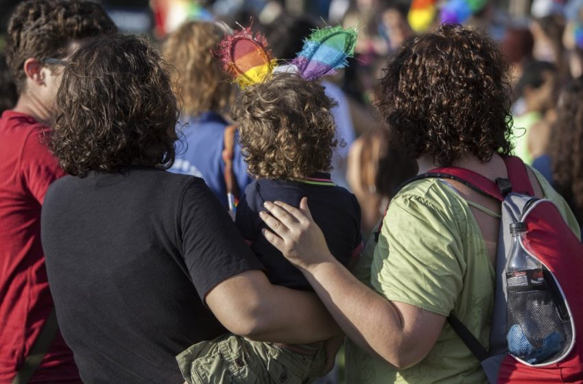 11 Yıllık Mücadelede Tarihi Zafer: İsrail Yüksek Mahkemesi Eşcinsel Taşıyıcı Annelik Yasağını Kaldırdı!