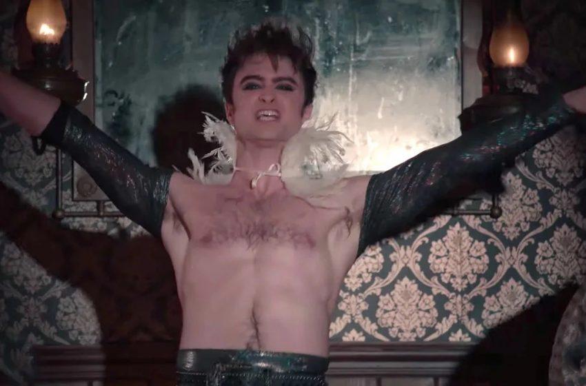İzleyin: Daniel Radcliffe'in Yeni Dizisindeki Dans Performansı Ses Getirdi!