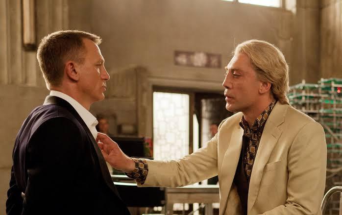 James Bond Yapımcısı: Bond'un Bir Erkekle Yatmış Olabileceğini İma Eden Repliğinin Filmden Çıkarılmasına İzin Vermedik