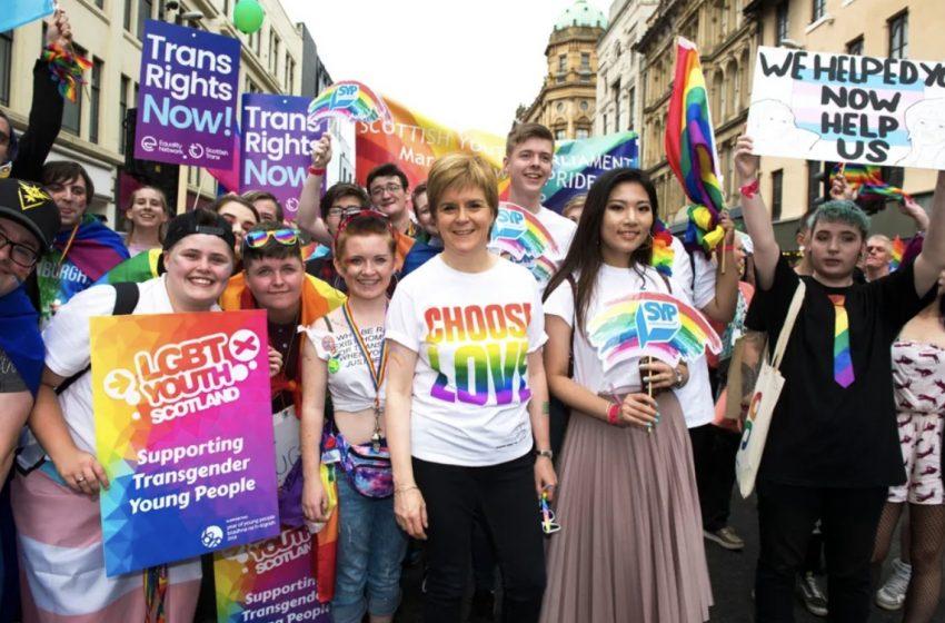 İskoçya, Okullarda LGBTİ+ Müfredatını Zorunlu Tutan İlk Ülke Oldu