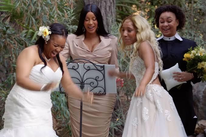 İzleyin: Cardi B Lezbiyen Bir Çifti Evlendirdi