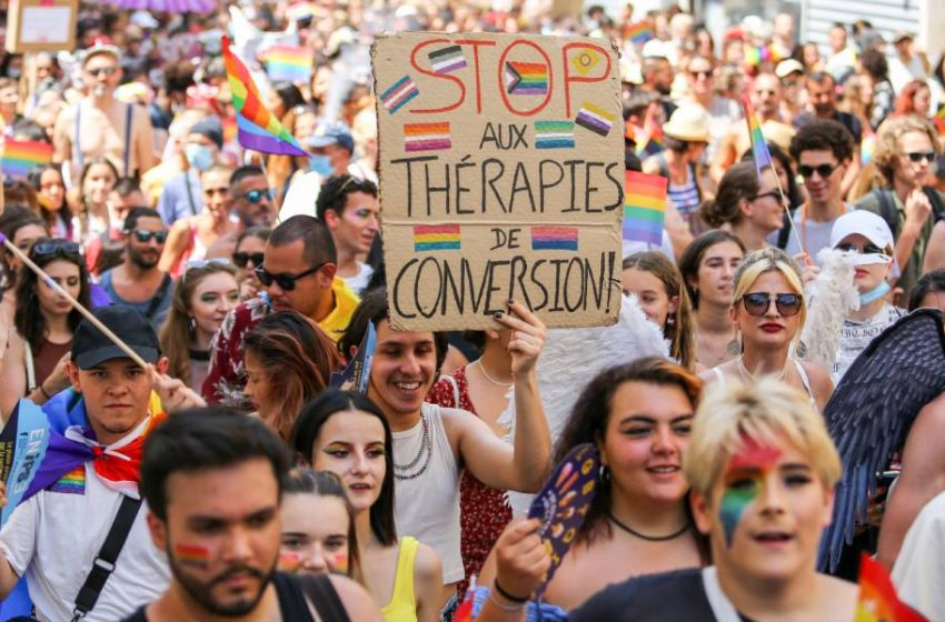 Fransa, Eşcinsel Dönüşüm Terapisini Yasaklamak İçin Bir Adım Daha Attı
